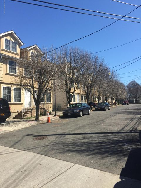 Additional photo for property listing at 16 Rumpler Court  Staten Island, New York 10302 United States