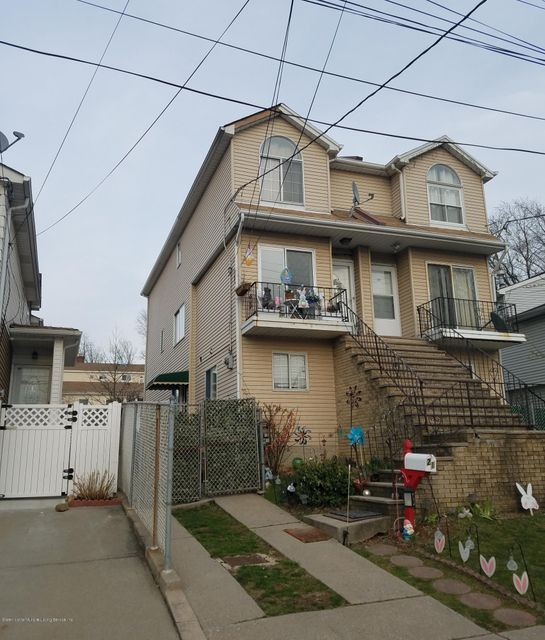 Single Family - Semi-Attached in Willowbrook - 21 Wellbrook Avenue  Staten Island, NY 10314