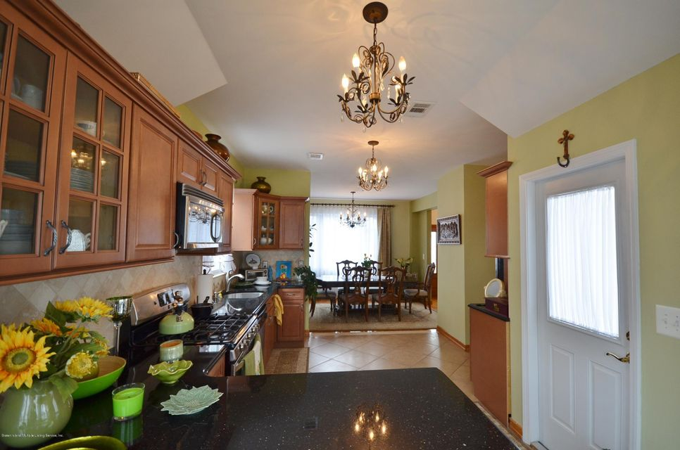 Single Family - Detached 505 Mountainview Avenue  Staten Island, NY 10314, MLS-1109667-11