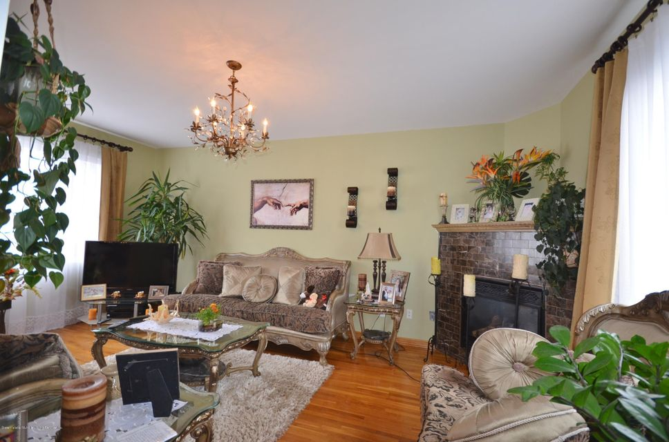 Single Family - Detached 505 Mountainview Avenue  Staten Island, NY 10314, MLS-1109667-8