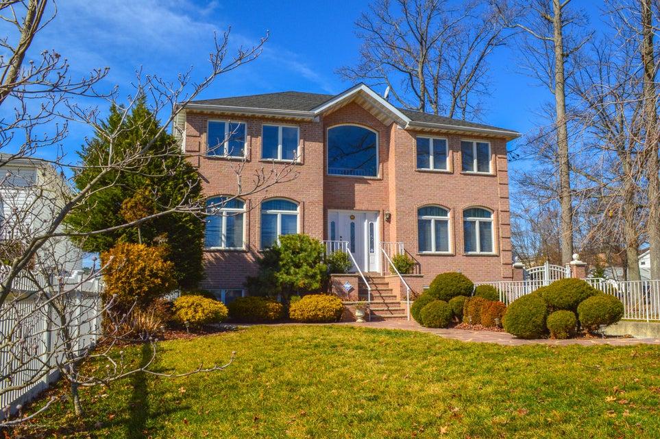 817 Woodrow Rd, Staten Island, NY 10312
