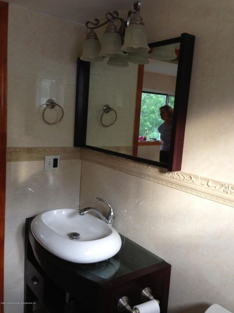 Additional photo for property listing at 18 Harbor View Court  Staten Island, New York 10301 United States