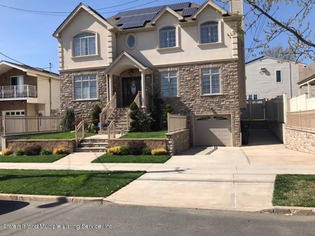 Two Family - Detached in Tottenville - 7325 Hylan Boulevard  Staten Island, NY 10307