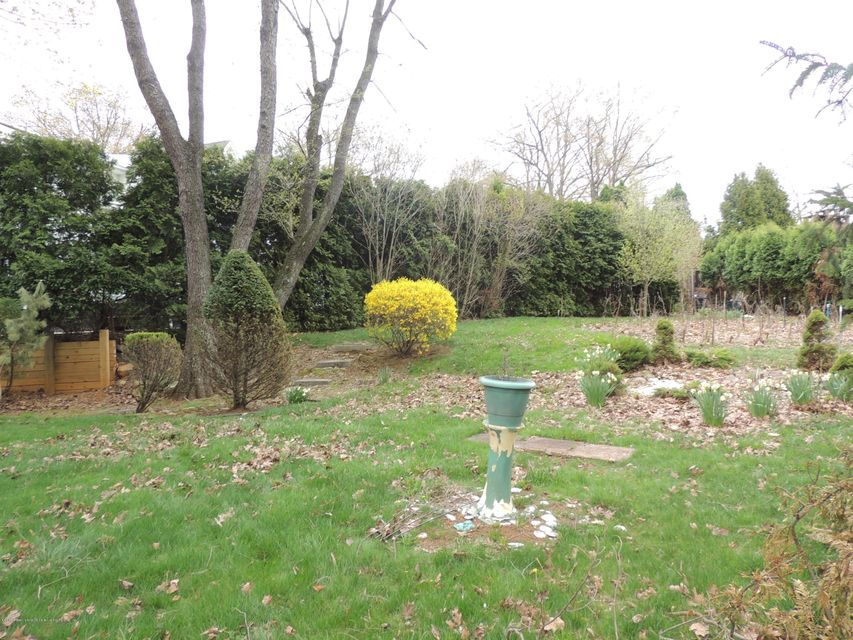 Additional photo for property listing at 991 Todt Hill Road  Staten Island, New York 10304 United States