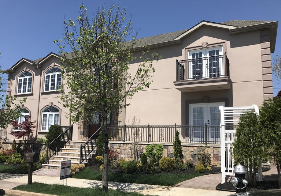 Single Family - Detached in Huguenot - 385 Ramona Avenue  Staten Island, NY 10312