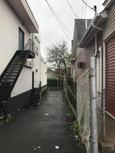 Additional photo for property listing at 4022 Hylan Boulevard  Staten Island, New York 10308 United States