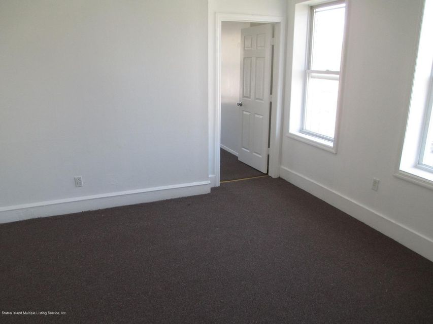 Additional photo for property listing at 152 Mcclean Avenue  Staten Island, New York 10305 United States