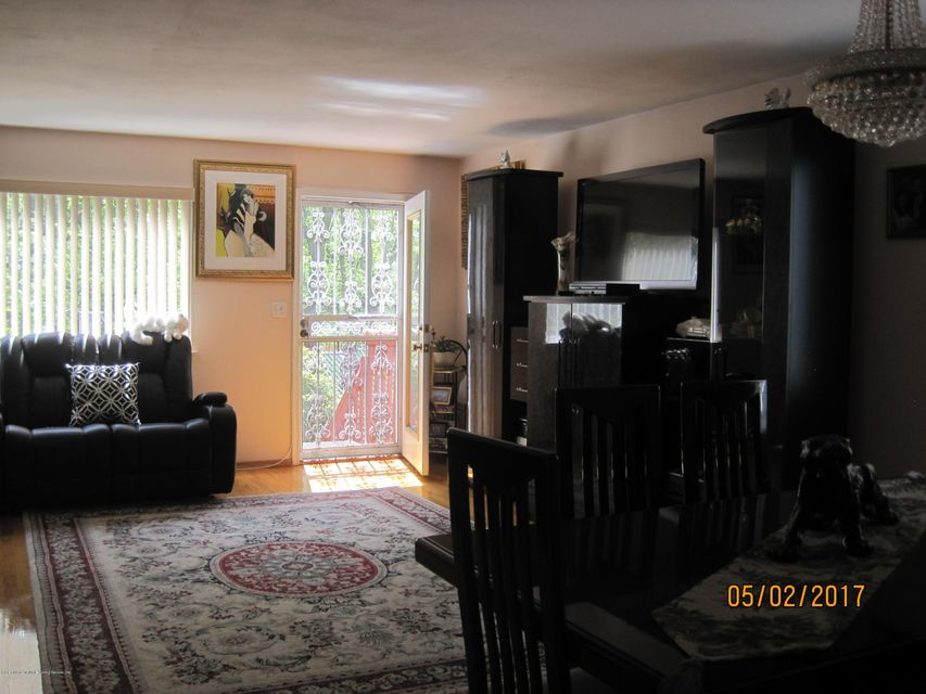 Additional photo for property listing at 29 Stacey Lane  Staten Island, New York 10306 United States