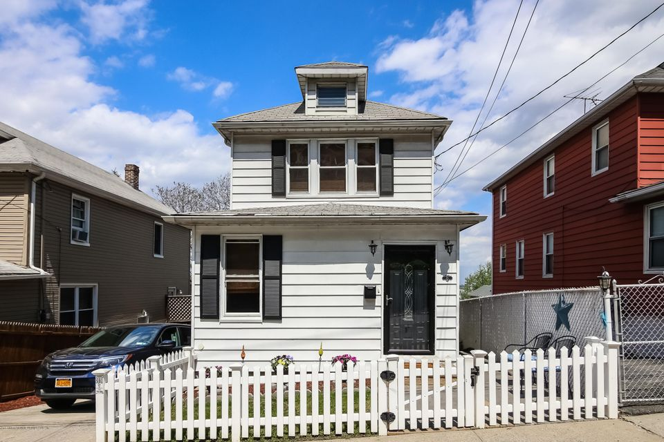 35 Eadie Place, Staten Island, NY 10301