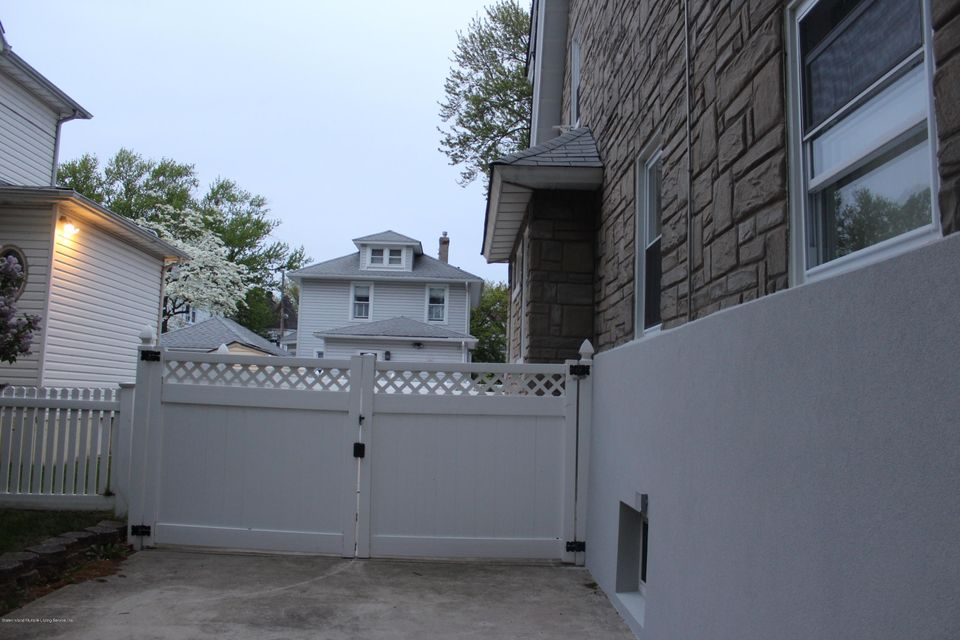 Additional photo for property listing at 85 Burbank Avenue  Staten Island, New York 10306 United States