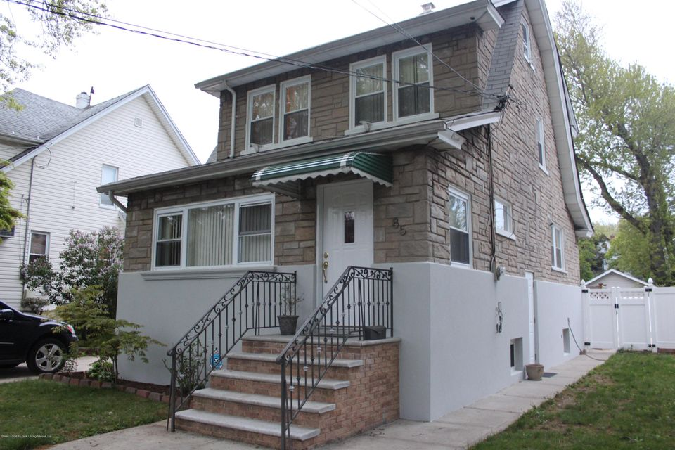 Single Family Home for Sale at 85 Burbank Avenue Staten Island, New York 10306 United States