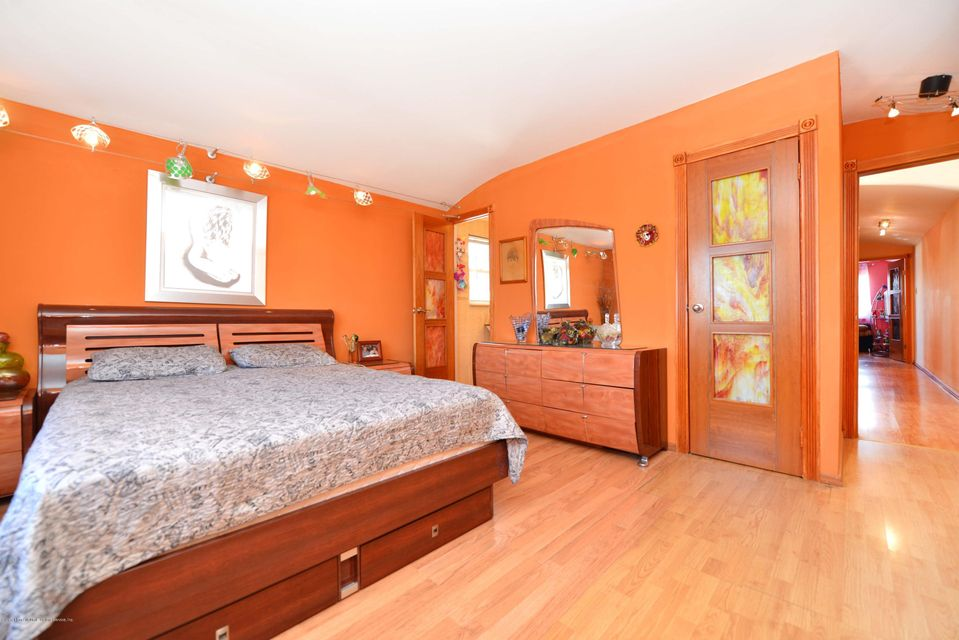 Additional photo for property listing at 266 Travis Avenue  Staten Island, New York 10314 United States