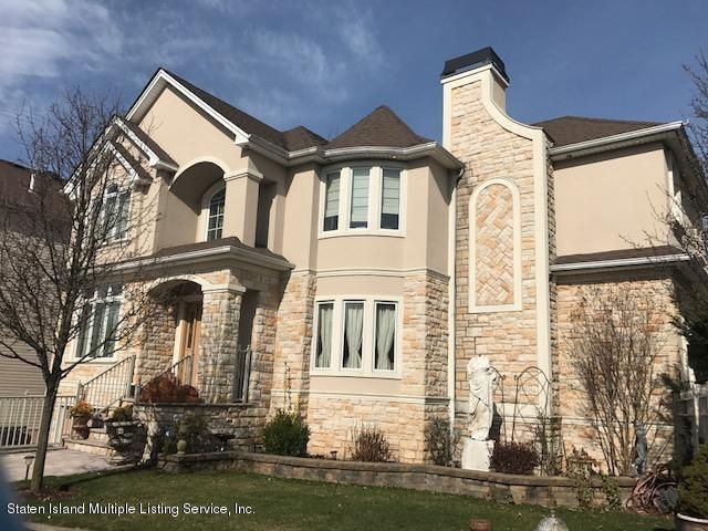 Two Family - Detached in Huguenot - 14 Covington Circle  Staten Island, NY 10312