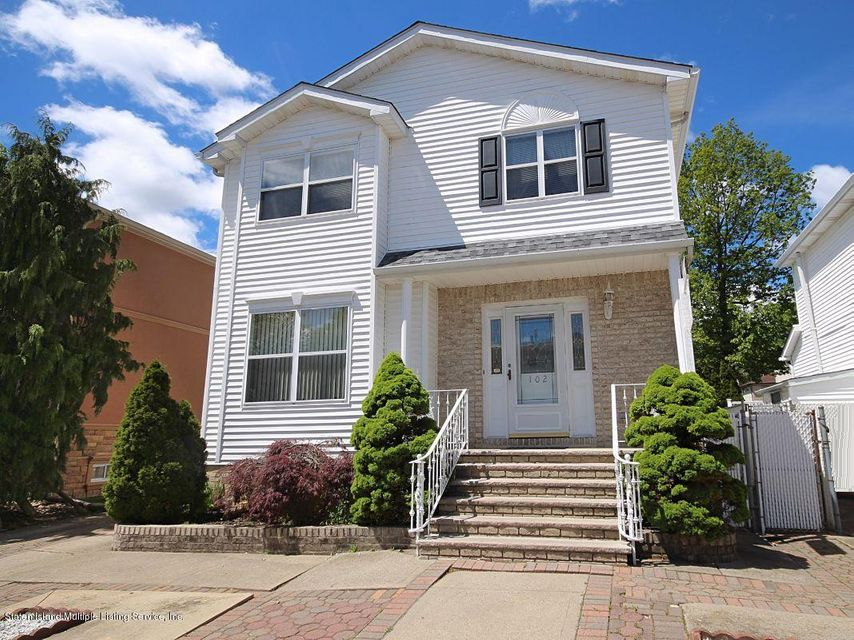 Single Family - Detached in Tottenville - 102 Honey Lane  Staten Island, NY 10307