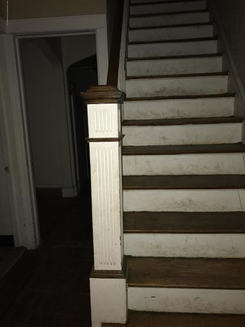 Additional photo for property listing at 35 Fort Hill Circle  Staten Island, New York 10301 United States