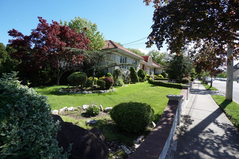 Additional photo for property listing at 40 Castor Place  Staten Island, New York 10312 United States