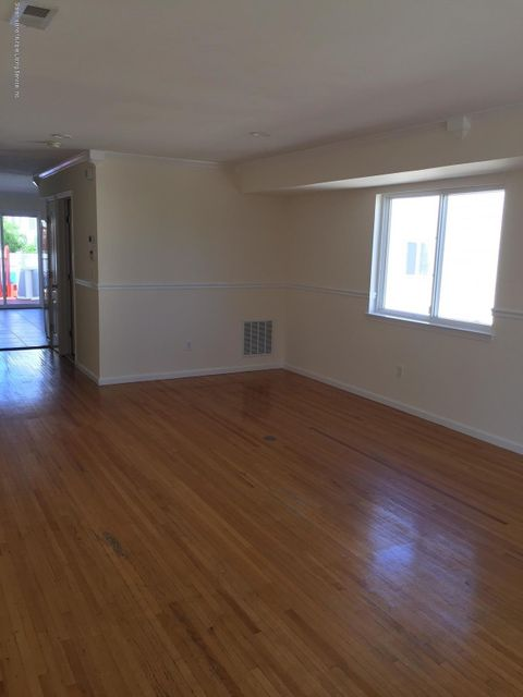Additional photo for property listing at 124 Churchhill Avenue  Staten Island, New York 10309 United States