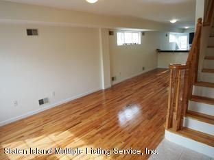 Additional photo for property listing at 121 Woodcutters Lane  Staten Island, New York 10306 United States