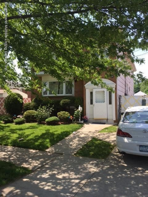 Single Family Home for Sale at 877 Railroad Avenue Staten Island, New York 10306 United States