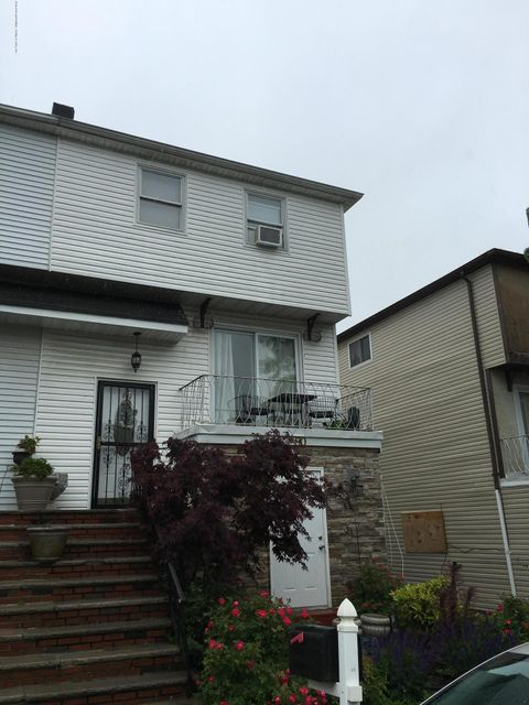 Single Family Home for Sale at 90 Russek Drive Staten Island, New York 10312 United States