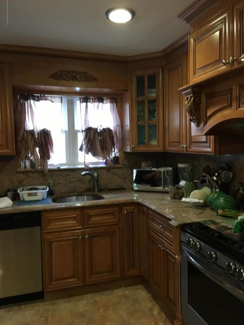 Additional photo for property listing at 90 Russek Drive  Staten Island, New York 10312 United States