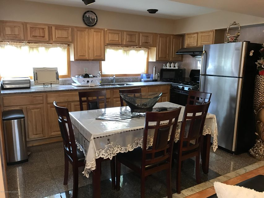 Additional photo for property listing at 302 Hunter Avenue  Staten Island, New York 10306 United States