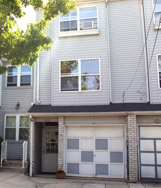 828 Bloomingdale Road, Staten Island, NY 10309