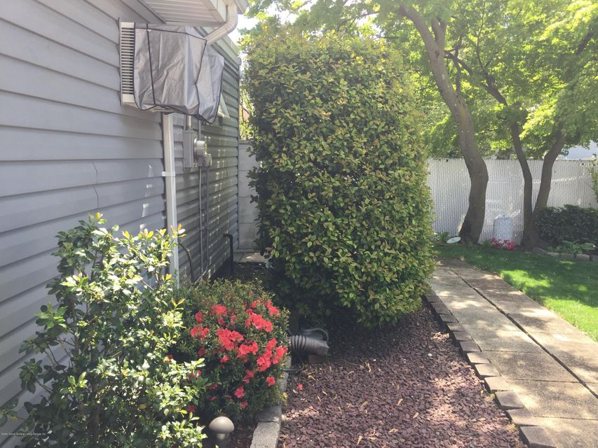 Additional photo for property listing at 4274 Richmond Avenue  Staten Island, New York 10312 United States