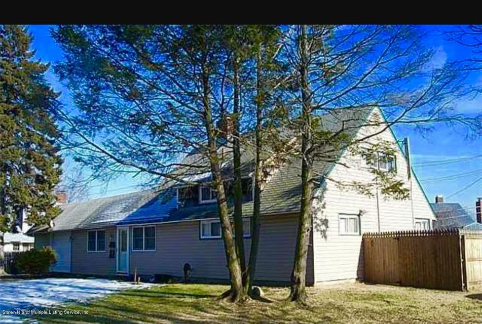 Single Family Home for Sale at 127 Duckpond Drive N Wantagh, New York 11793 United States