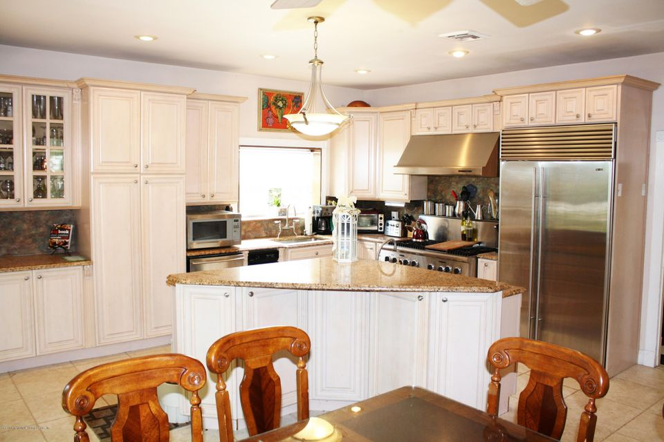 Additional photo for property listing at 971 Todt Hill Road  Staten Island, New York 10304 United States