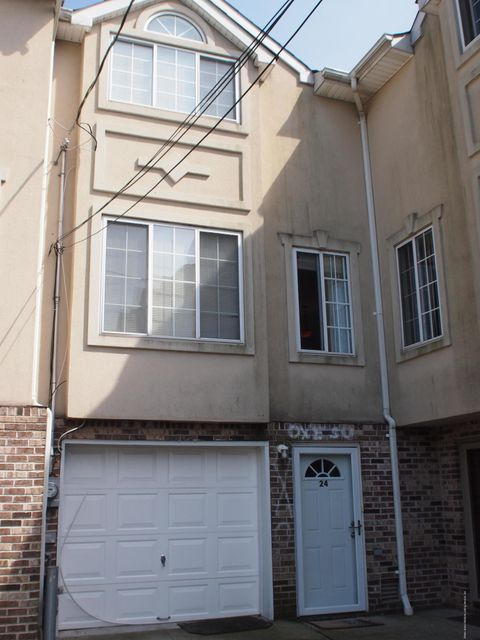 Single Family Home for Sale at 24 Jason Court Staten Island, New York 10306 United States