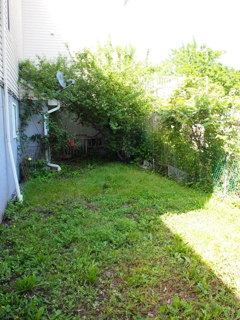 Additional photo for property listing at 24 Jason Court  Staten Island, New York 10306 United States