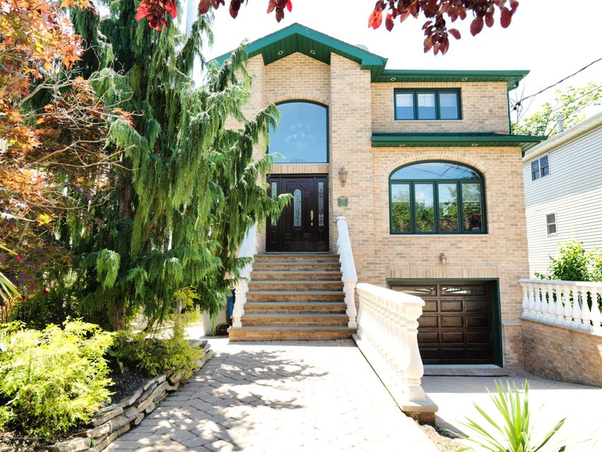 Single Family Home for Sale at 718 Edgegrove Avenue Staten Island, New York 10312 United States