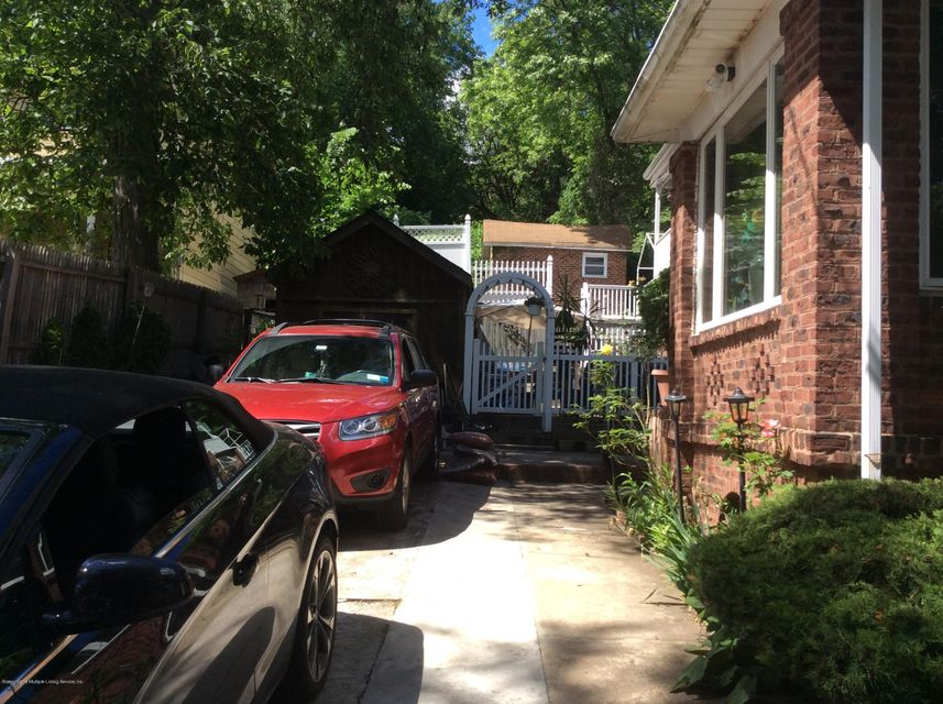 Additional photo for property listing at 391 St George Road  Staten Island, New York 10306 United States