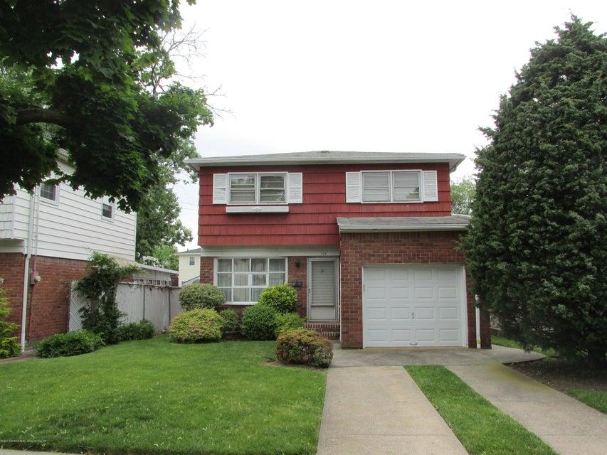 Single Family - Detached in Oakwood - 102 Elmira Street  Staten Island, NY 10306