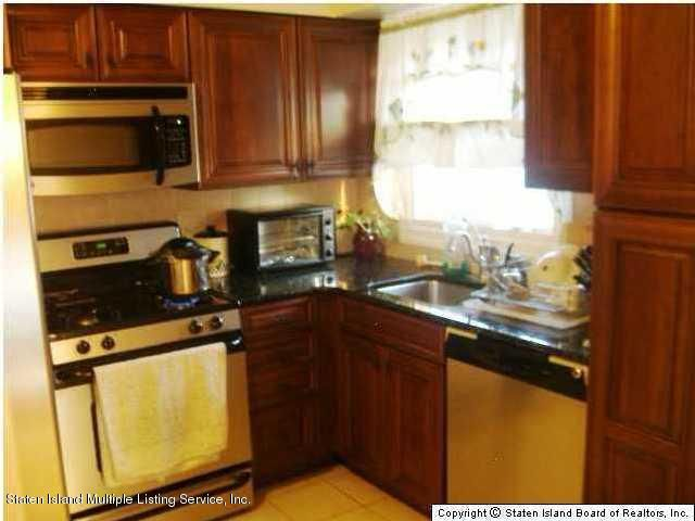 Additional photo for property listing at 294 Weed Avenue  Staten Island, New York 10306 United States