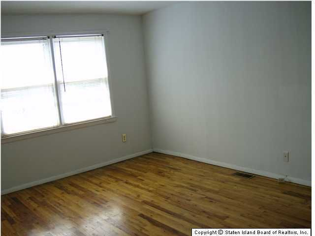 Additional photo for property listing at 3874 Hylan Boulevard  Staten Island, New York 10308 United States