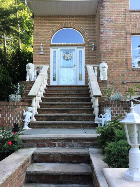 Additional photo for property listing at 16 Ruxton Avenue  Staten Island, New York 10312 United States