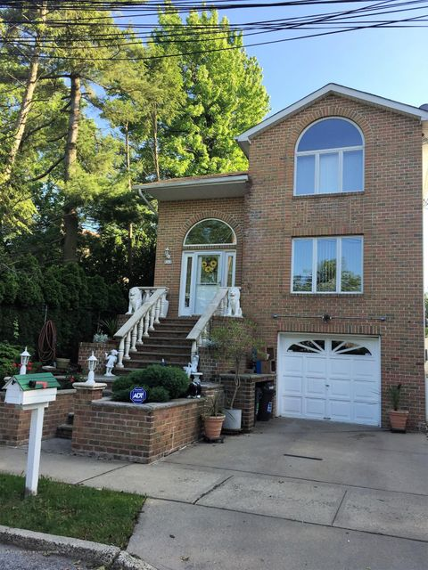 Single Family Home for Sale at 16 Ruxton Avenue Staten Island, New York 10312 United States