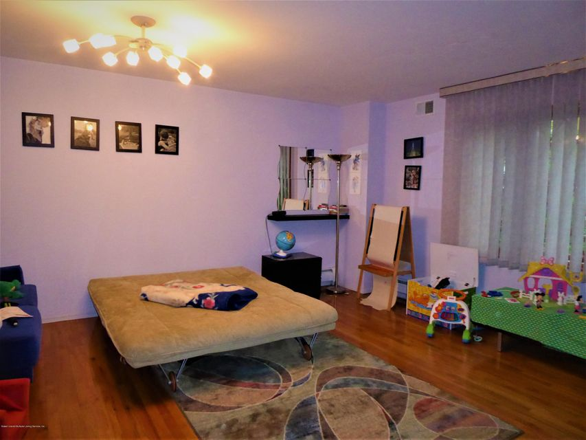 Additional photo for property listing at 160 Johanna Lane  Staten Island, New York 10309 United States