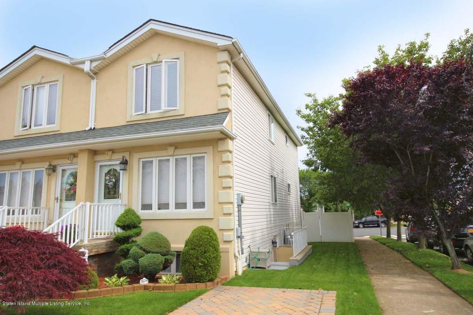 Single Family - Attached in Huguenot - 43 Bouton Lane  Staten Island, NY 10312