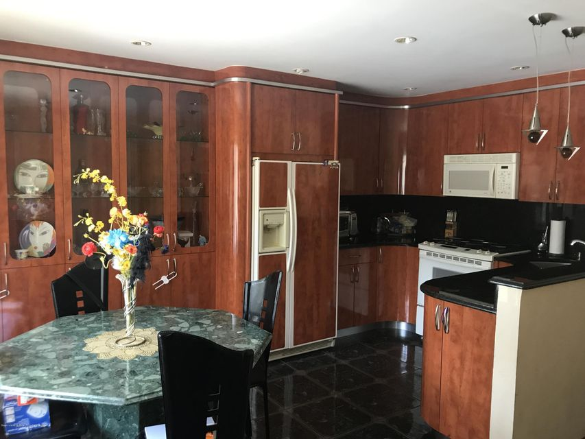 Additional photo for property listing at 40 Stacey Lane  Staten Island, New York 10306 United States