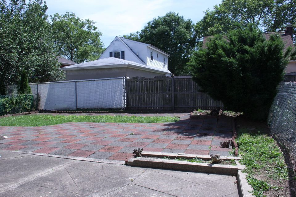 Additional photo for property listing at 294 Locust Avenue  Staten Island, New York 10306 United States