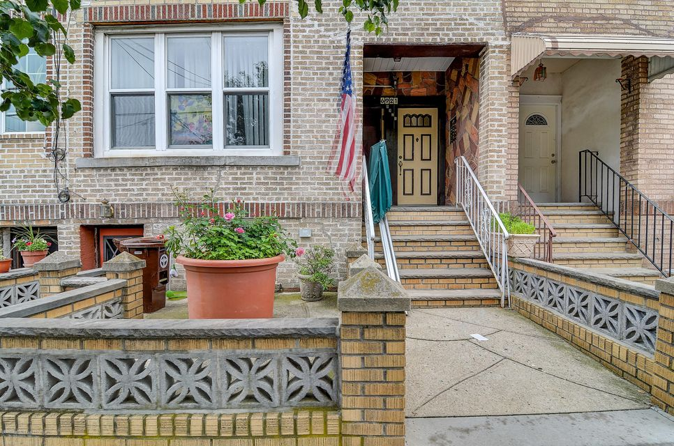 Additional photo for property listing at 6921 12th Avenue  Brooklyn, New York 11228 United States