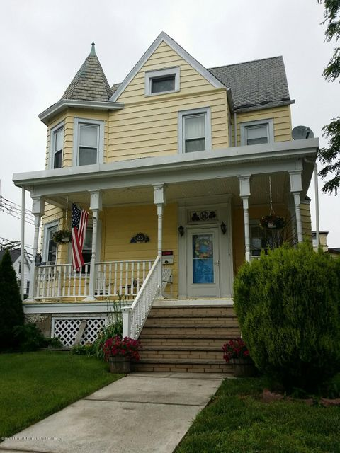 Single Family Home for Sale at 23 Degroot Place Staten Island, New York 10310 United States