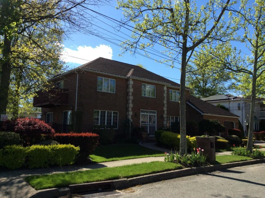 Additional photo for property listing at 132 Ryan Place  Staten Island, New York 10312 United States