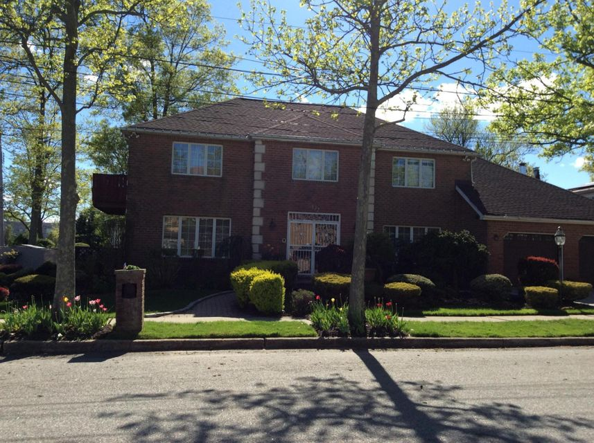 Single Family Home for Sale at 132 Ryan Place Staten Island, New York 10312 United States