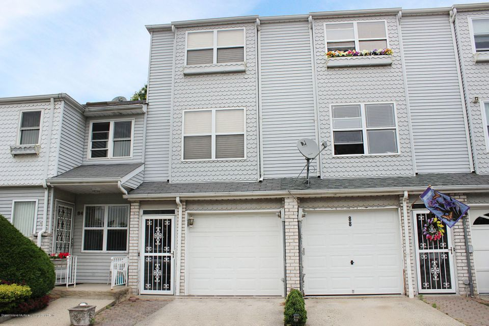 Additional photo for property listing at 86 Lorraine Loop  Staten Island, New York 10309 United States
