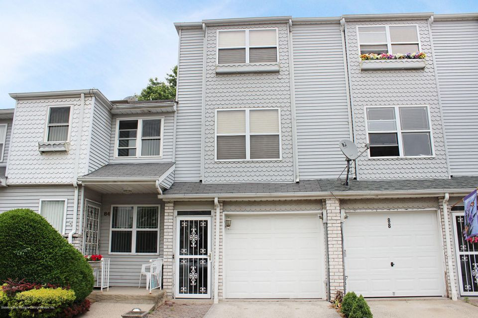 Single Family Home for Sale at 86 Lorraine Loop Staten Island, New York 10309 United States