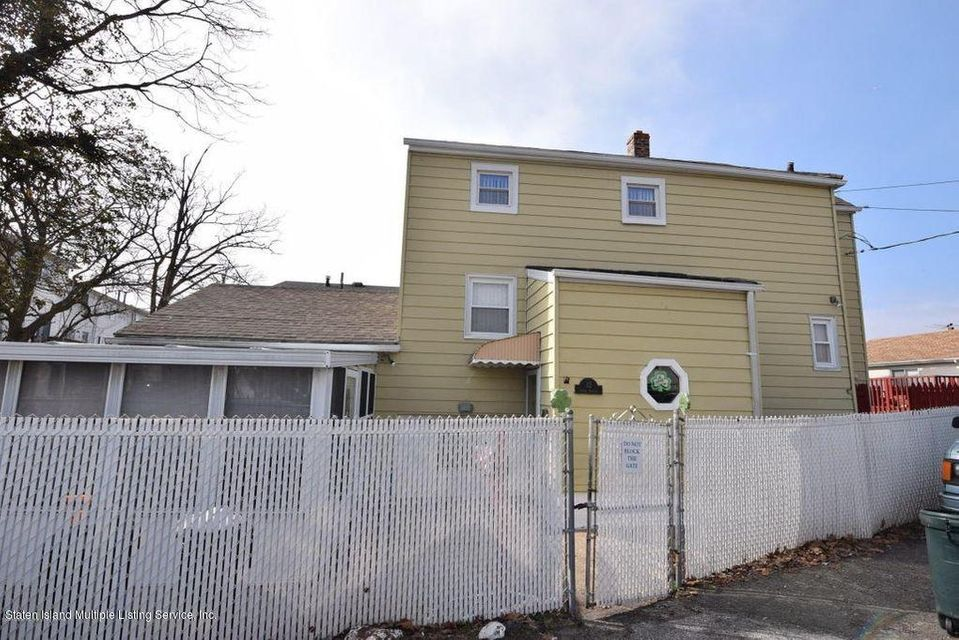 Single Family Home for Sale at 32 Linda Avenue Staten Island, New York 10305 United States